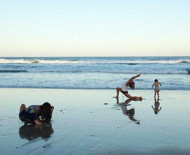 elsa_despide_el_verano_australiano_en_la_playa